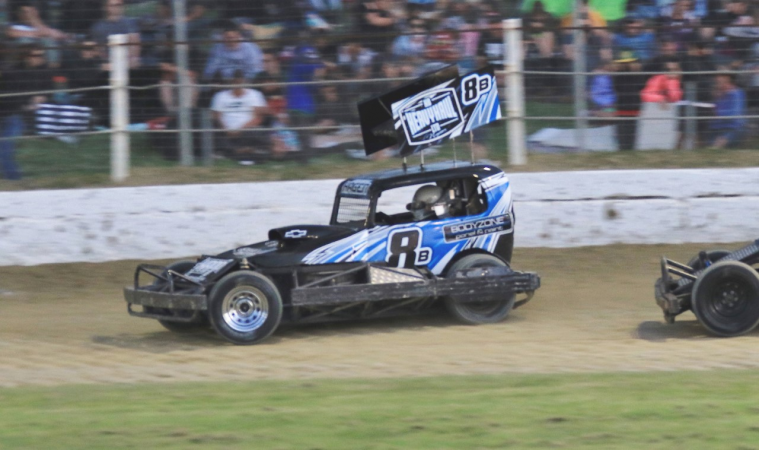 All Hawkeyes contenders to front at Meeanee Speedway opener