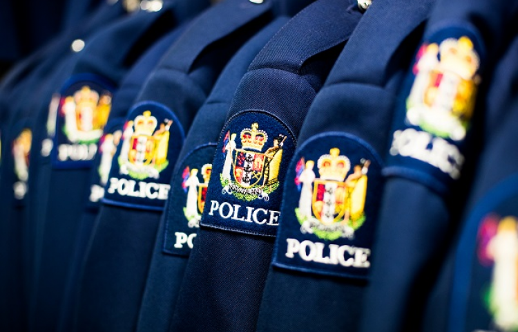Former Magpie Dan Snee graduates from police college
