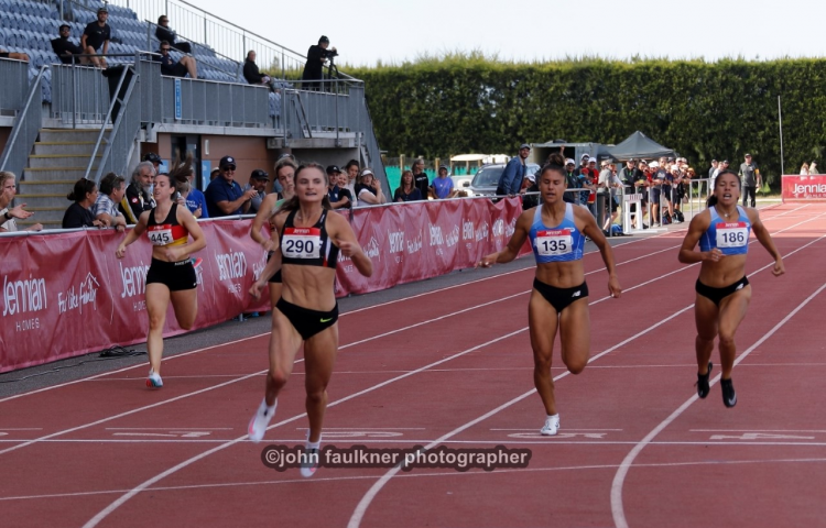 Hulls delivers gold on home turf