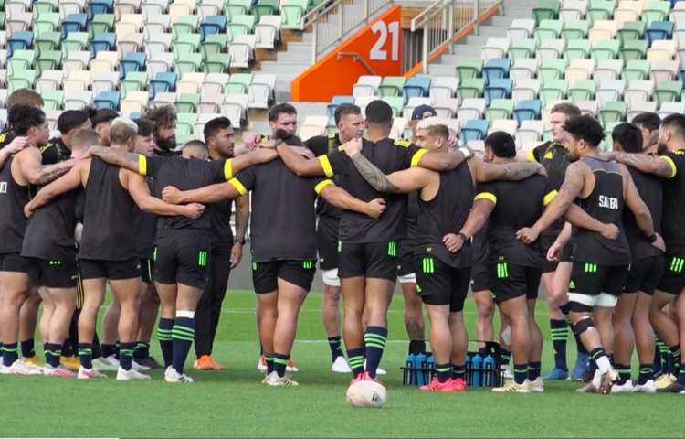 Hurricanes blow into Napier to face the Force