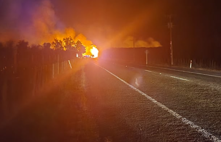 Large fire in Fernhill threatens nearby houses