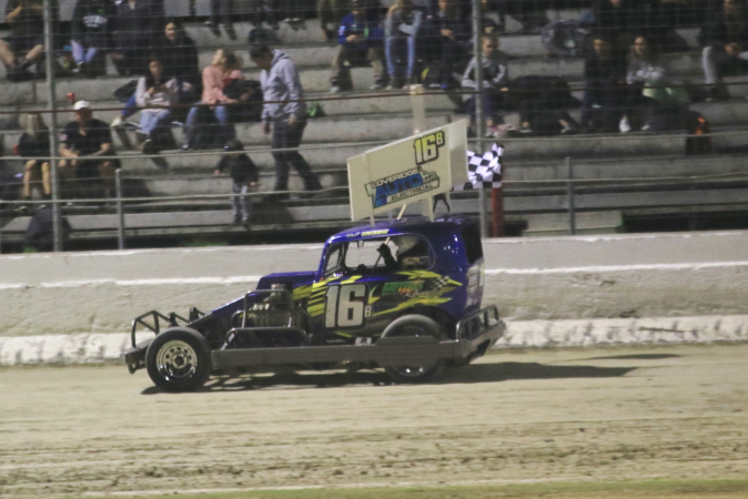 Loveridge wins third Bay stockcar title