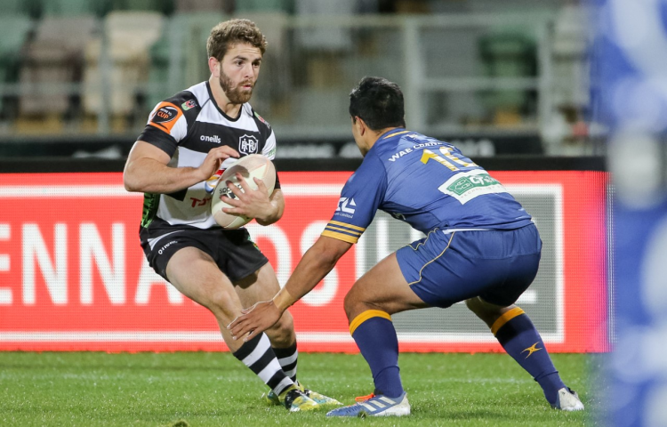 Magpies run riot in winger's farewell